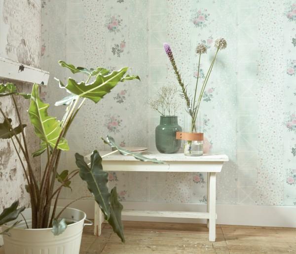 Vliestapete grafisch Streifen Blumen Schrift grün